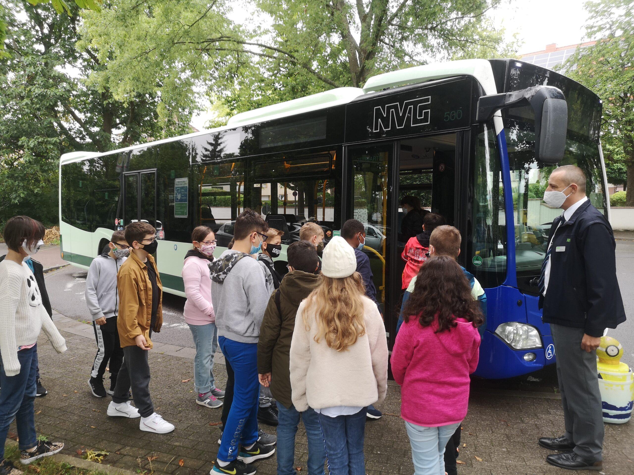 Bitte Einsteigen! – Busschulung der Klassen 5a und 5b